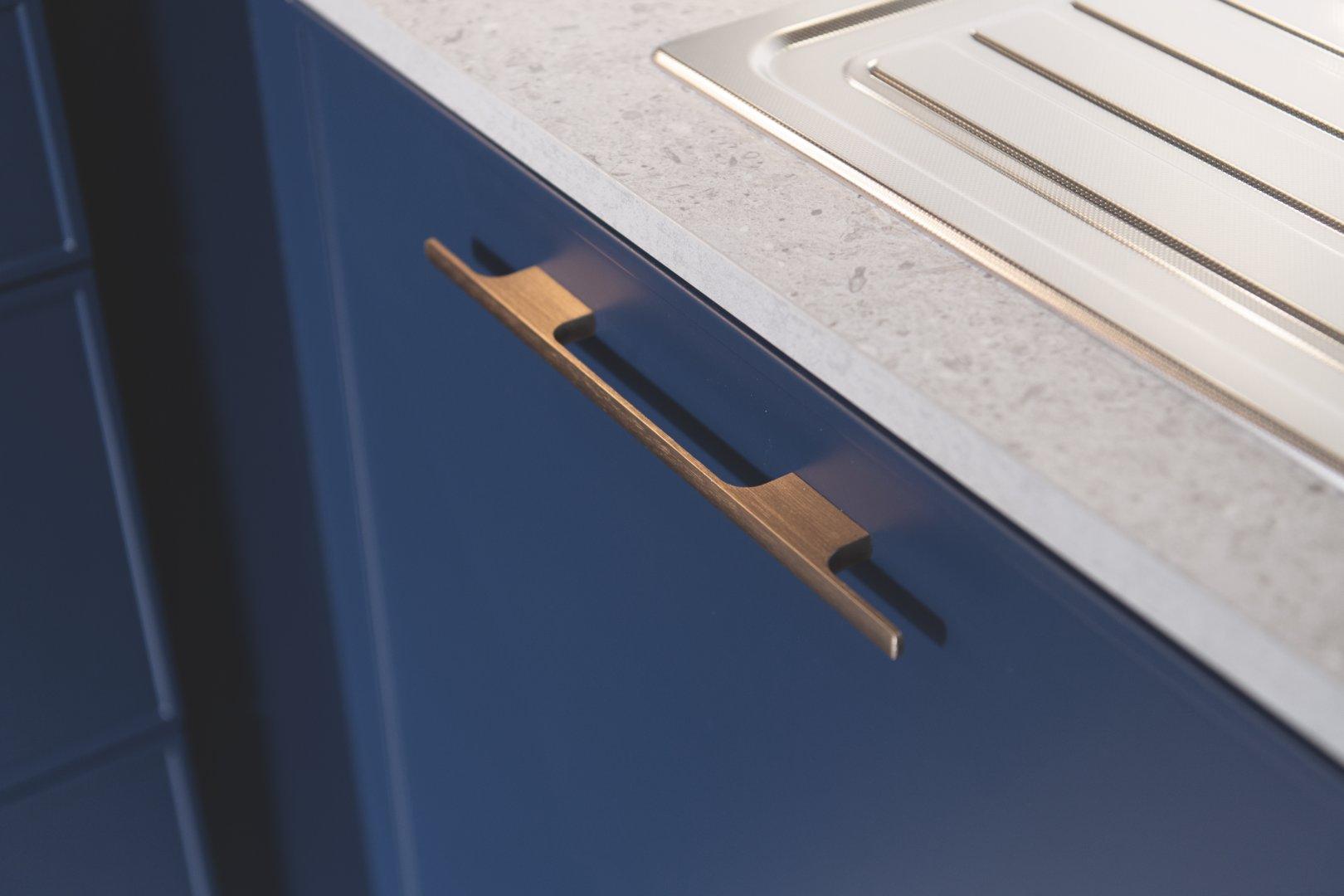 poignée dorée de meuble de cuisine